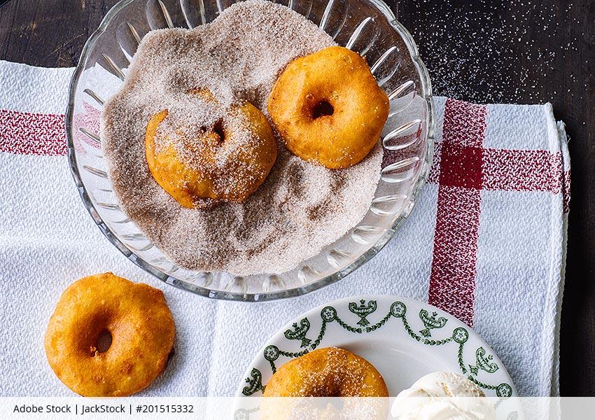 Apfelkringel in Bierteig gebacken