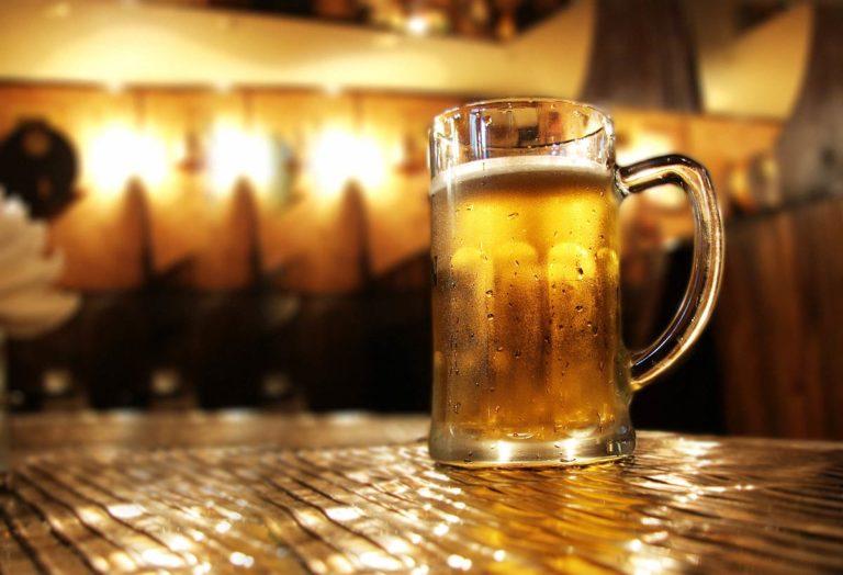 "Quelle: Fotolia, Margerretta, ""Beer in bar"", 3584141"