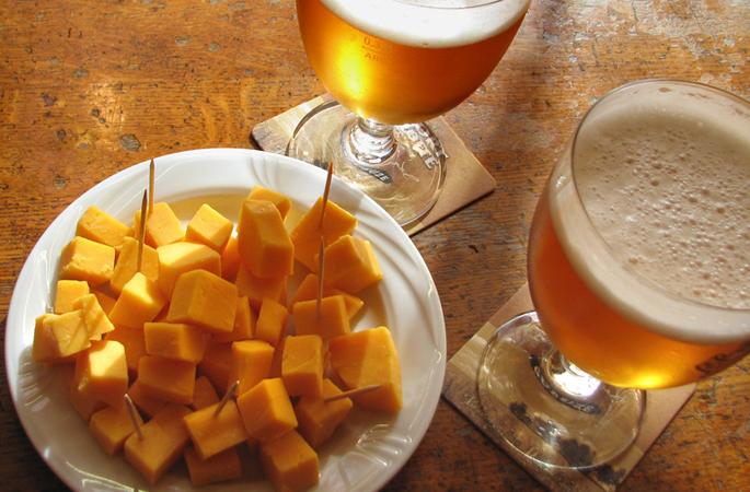 """Quelle: Fotolia, Brad Pict, """"bière et fromage"""", 3760110"""