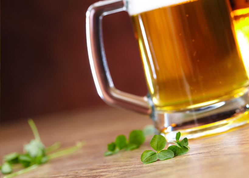 "Quelle: Fotolia, fox17, ""clover and beer"", 46774328"
